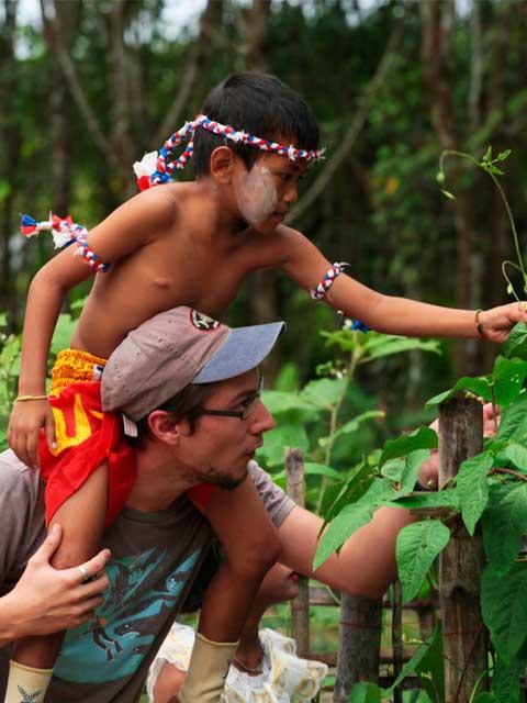 Local Thai Kid Sustainable Tourism at Khao Sok Lake