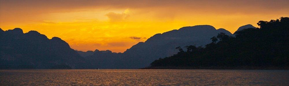 experience a beautiful sun rise at Khao Sok Lake